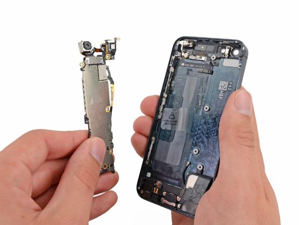 iPhone 5 Mainboard entfernen